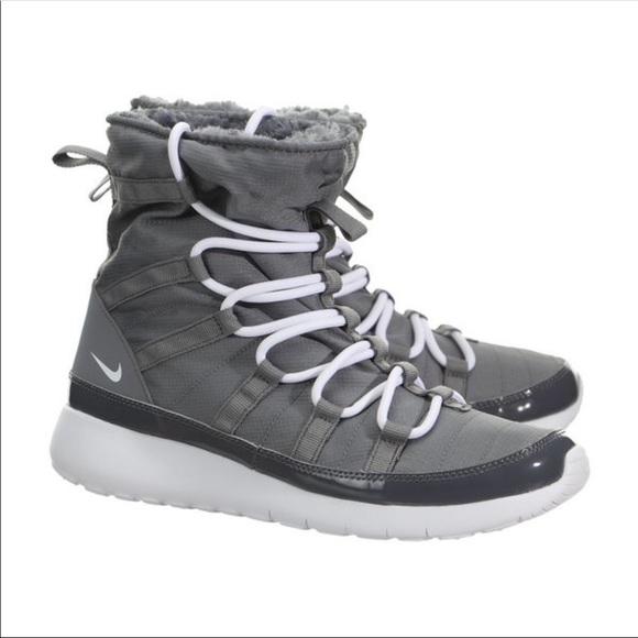 fb93ed5a17cd22 Nike Roshe One Hi Sneakerboot (GS). M 5b56bfeab6a9426568f48855